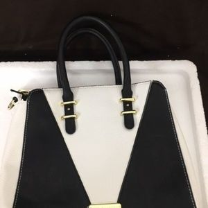 steve madden black and white handbag